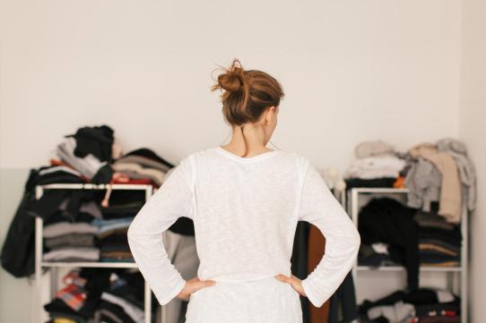 clutter-depression-woman-wardrobe-standard_5f39046957a0fc9283ed28a3497c5b35_1280x854_q85