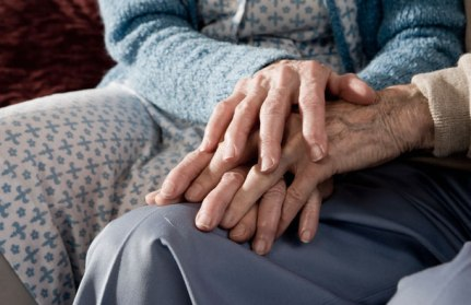 elderly-couple-holding-hands-pic-getty-images-299128103