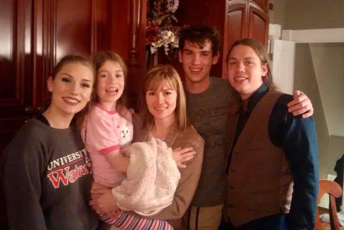 family-kids-mom
