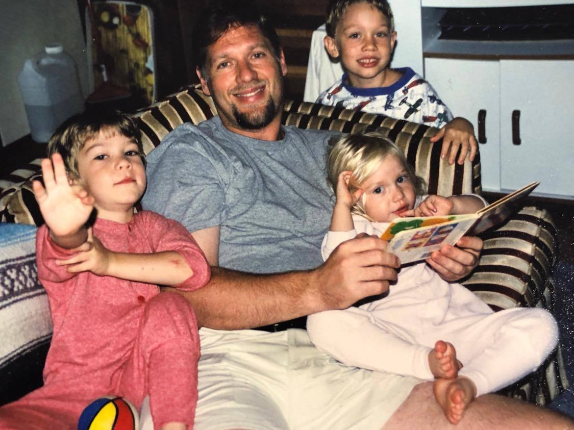 dad-kids-reading
